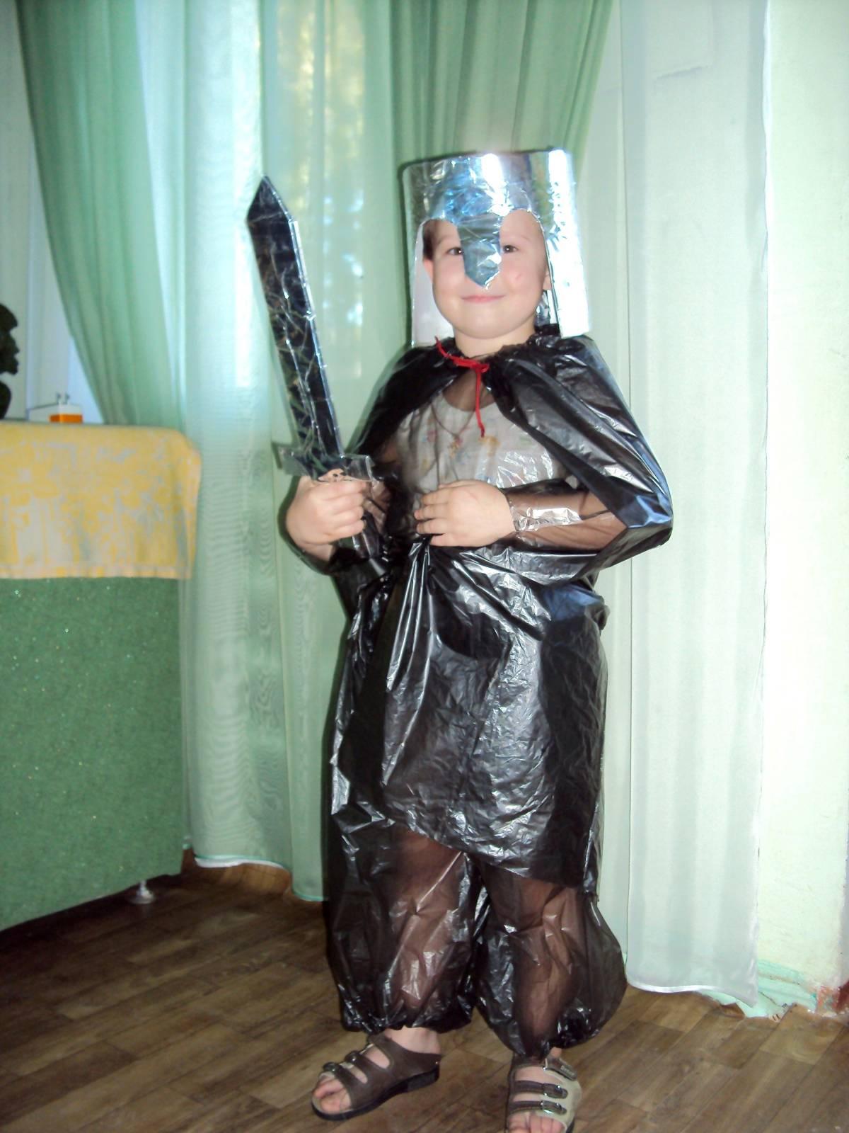 Костюм рыцаря из фольги